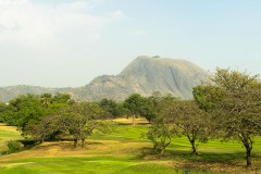 Aso_Rock_as_seen_from_the_IBB_golf_course_in_Abuja,_Nigeria