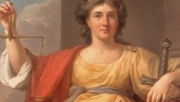 kobieta z mieczem i wagą w antycznym stroju